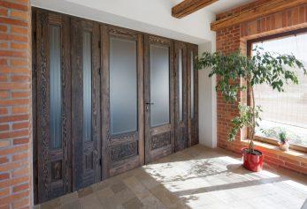 Dwuskrzydłowe drzwi wejściowe