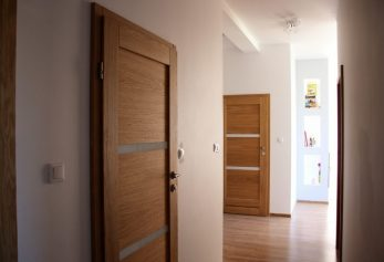Drzwi do mieszkania w Krakowie